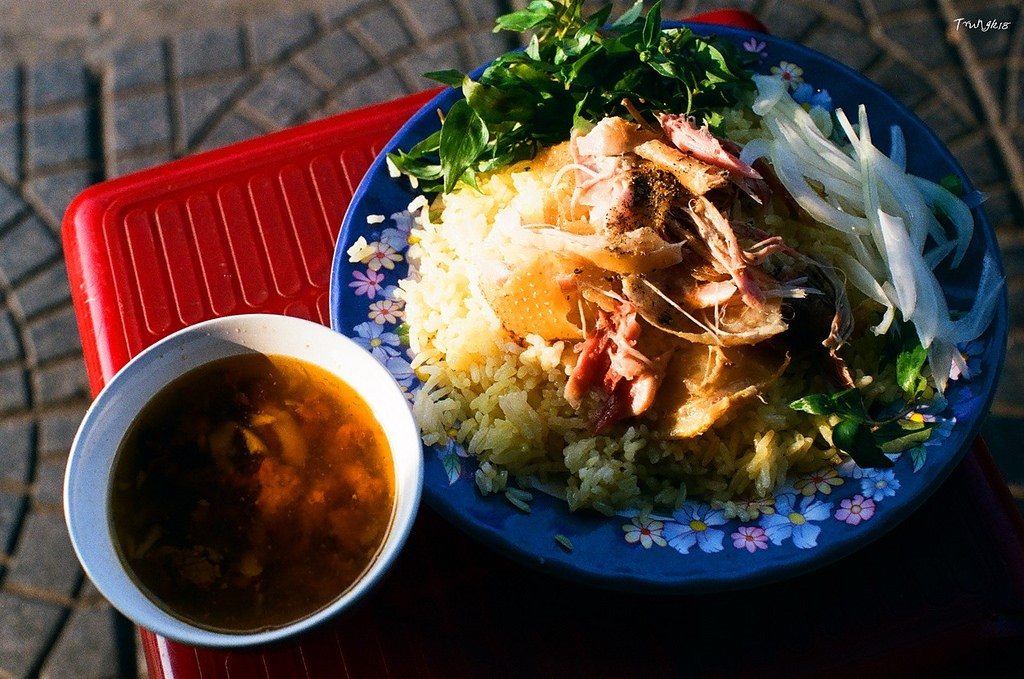 experience the taste of Hoi An chicken rice